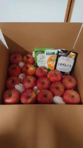 りんごと パスタの イカ墨ソース 、和風ソース 、クリームソース